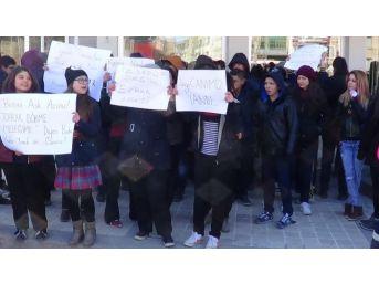 Sandıklı'da Özgecan Katliamını Öğrenciler Protesto Etti