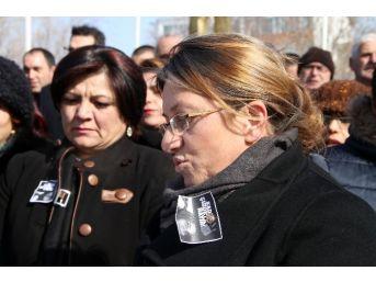 Kars'ta Eksi 18 Derecede Kadınlar 'özgecan' İçin Yürüdü