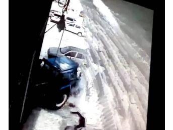Çatıdan Düşen Kar Kütleleri Sonları Oluyordu