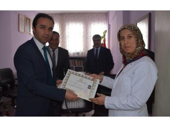 Kaymakam Erkan'dan Öğretmenlere Başarı Belgesi