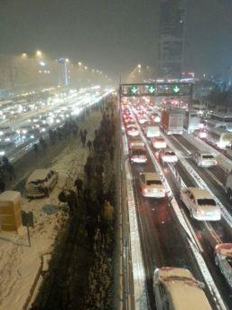 İstanbul'da Kar Yağışı Hayatı Olumsuz Etkiledi