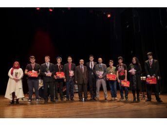 Küçükçekmece'nin Yetenekleri Ödüllerini Aldı