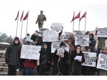 Kırıkkale'de Kadınlardan 'özgecan' Eylemi