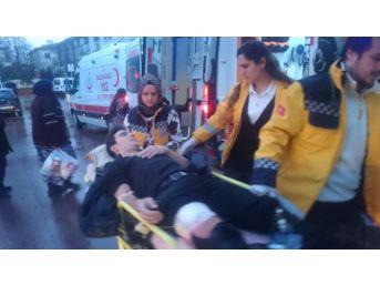 İki Arkadaş 30 Dakika Arayla Bıçaklandı