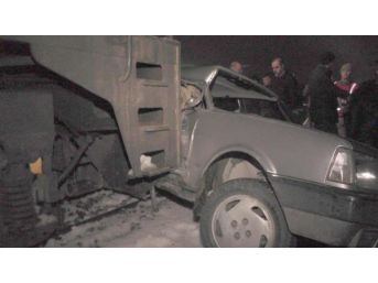 Yük Treni Hemzemin Geçitte Otomobile Çarptı: 2 Yaralı