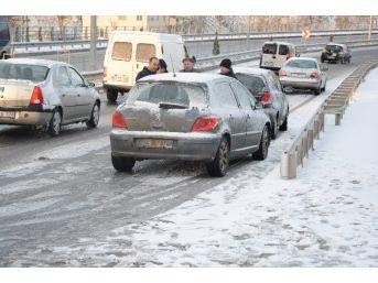 Sinop'ta Yağan Kar Trafik Kazalarını Beraberinde Getirdi