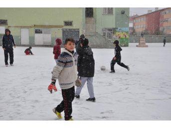 Sorgun'da Kar Yağışı Etkili Oldu