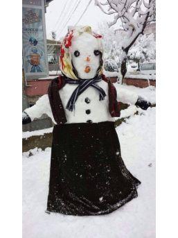 Sorgunlu Çocukların Kardan Adamları İlgi Çekti