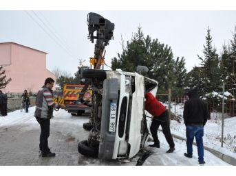 Yozgat'ta Minibüs Dereye Uçtu: 2 Yaralı