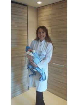 İlk Bebeğini Sezaryan, İkincisini Normal Doğumla Dünyaya Getirdi