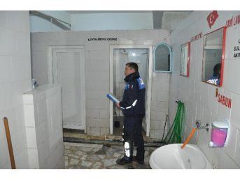 Edremit Zabıta'dan Tuvalet Denetimleri