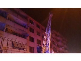 Apartmanın Çatı Katında Çıkan Yangın Korkuttu