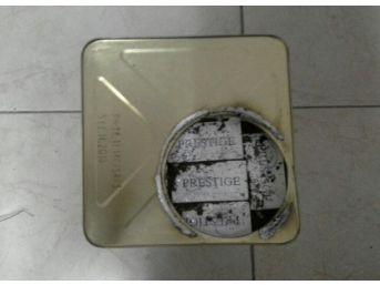 Kargo Aracındaki Yağ Kutularında Kaçak Sigara Ve Çay Ele Geçirildi