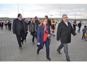 Belçika Milletvekilleri, Nizip'te Suriyelilerle Dostluk Maçı Yaptı