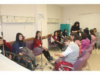 25 Kız Öğrenci Gıda Zehirlenmesi Şüphesiyle Hastaneye Kaldırıldı