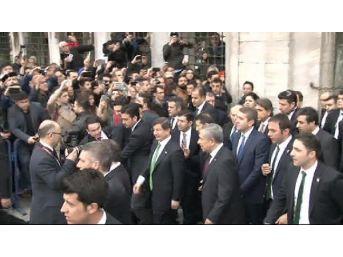 Davutoğlu Sultanahmet'te Köfte Yedi