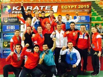 Milli Karateciler Madalyaları Topladı