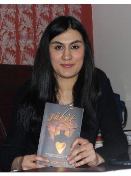 Genç Kız İkinci Kitabında Vasiyetini Yazacak