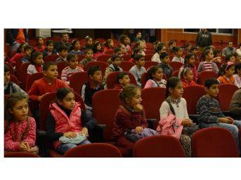 Şehir Tiyatrosu'nun 'lokomopüf' Oyununa Miniklerden Yoğun İlgi
