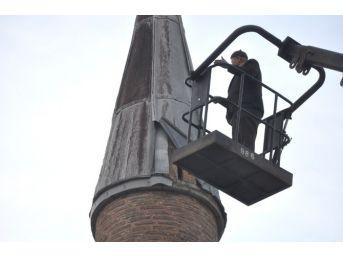 85 Yaşında 30 Metrede Minareyi Onardı