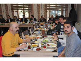 Milli Eğitim Müdürü, Basın Mensuplarıyla Kahvaltıda Buluştu