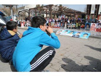 Cizre'de Kayıp Yakınlarının Oturma Eylemi Devam Ediyor