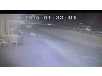 Minibüsün Otomobile Çarpma Anı Kamerada