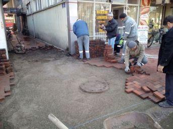 Saltukova'da Kaldırım Düzenleme Çalışmaları Devam Ediyor