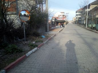 Saltukova'da Sürücüler İçin Ayna Yerleştirildi