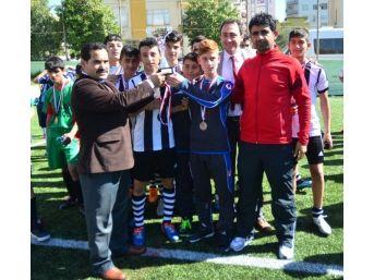 Adana'da Okullarası Yıldız Erkekler Futbol Müsabakaları