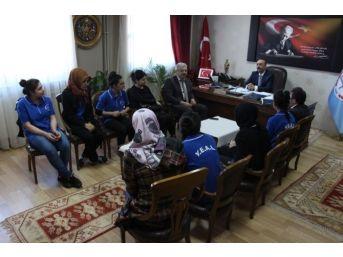 Öğrencilerden Milli Eğitim Müdürüne Ziyaret