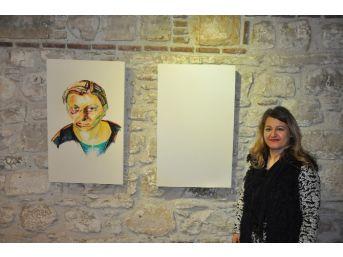Kuşadası'nda 8 Kadın Sanatçıdan Ortak Resim Sergisi