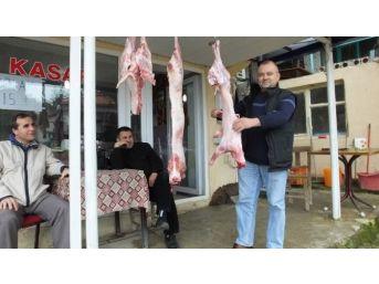Burhaniye'de Kasap Kardeşlerin Rekabeti Sebebiyle Etin Fiyatı 15 Liraya Düştü