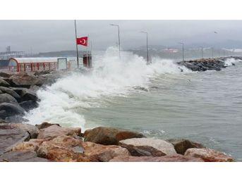 Fırtına, Bandırma'da Ulaşımı Etkiledi