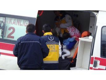 Hakkari'de Trafik Kazası, 3 Yaralı