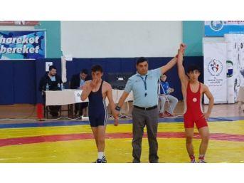İosb Meslek Lisesi Güreşte Şampiyon Oldu