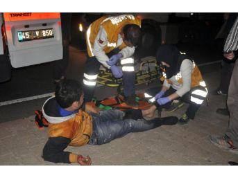 Motosiklet Orta Refüje Çarptı: 2 Yaralı