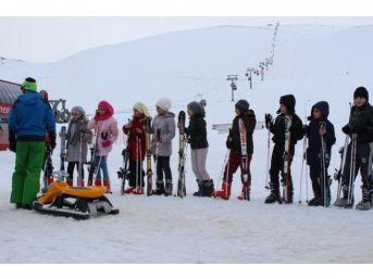 Başarı Öğrenciler Uçhisar'dan Erciyes'e Gelerek Kayak Eğitimi Alıyor