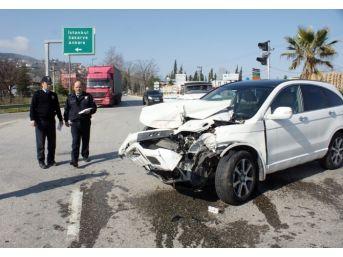 Tem Çıkışında Kaza: 4 Yaralı