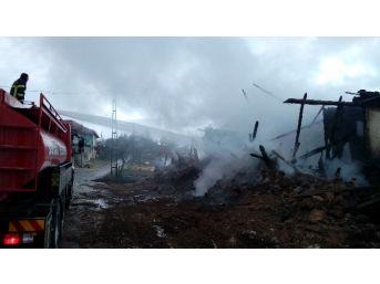 Afyonkarahibar'da Ev Yangını