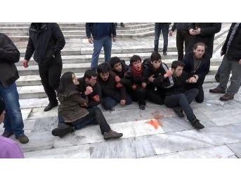 Gezi Parkı Merdivenlerinde Berkin Elvan Eylemine Polis Müdahalesi