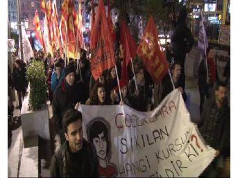 Kadıköy'deki Berkin Elvan Eylemine Polis Müdahalesi