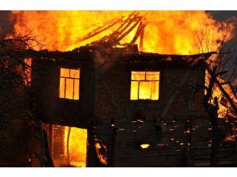 Pınarbaşı'nda 2 Ev Yandı