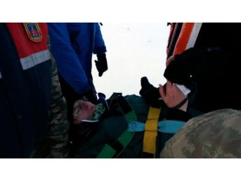 Avusturyalı Müsteşar Kayak Yaparken Ayağını Kırdı