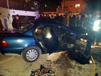 Kırmızı Işıkta Geçen Tır Otomobile Çarptı: 1 Ölü, 1 Yaralı
