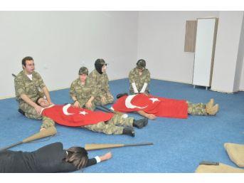 Erzincan Üniversitesinde Şehitleri Anma Ve Çanakkale Zaferinin 100. Yıl Dönümü Etkinlikleri