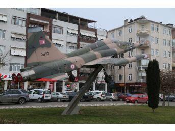 Kırklareli'ne Hediye Edilen F-5 Savaş Uçağı Yeni Yerine Taşınacak