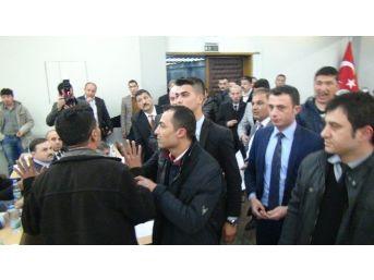Manisa'da Gergin Meclis Toplantısı