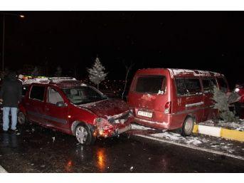 Nevşehir'de Buzlanma Kazalara Neden Oldu: 17 Yaralı