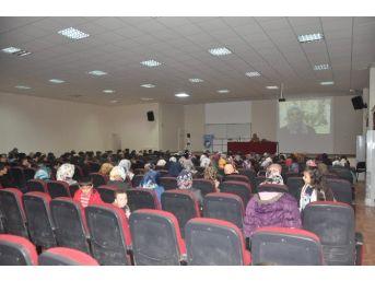 Cemaatten Kamusal Alana Müslüman Kadın Konulu Konferans Verildi